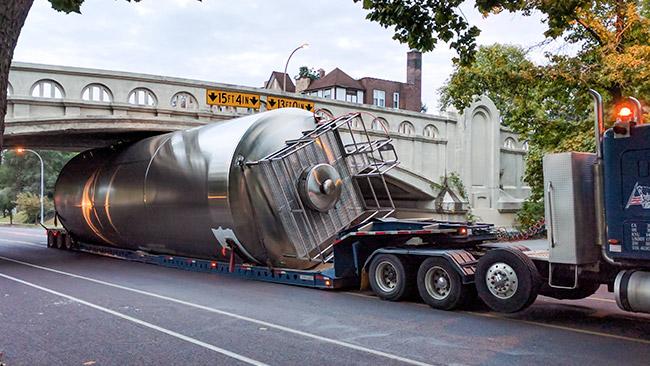 stainless-steel-unitank-bridge-st-louis.jpg