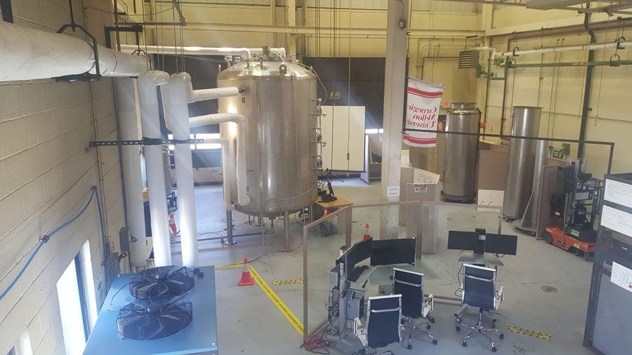 Le réacteur chimique dans les installations de recherche Carnegie Mellon